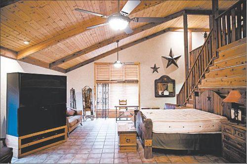 Rita-crundwell-bedroom