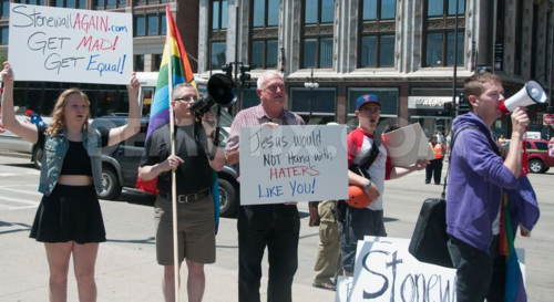 1370739222-traditional-marriage-march-rally-brings-out-hundreds-in-chicago_2134290