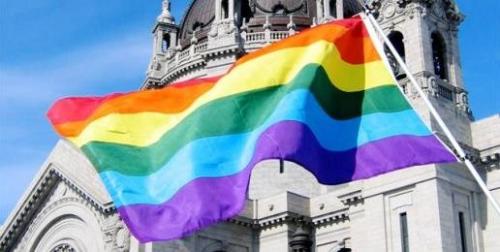 PrideFlagSTPCathedral640-1-516x260