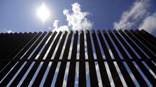Ct-trump-wall-mexico-20160308-001