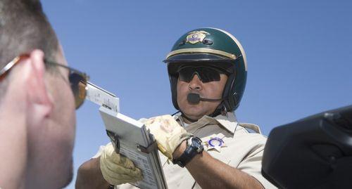 Police-officer-writing-ticket-via-Shutterstock-800x430
