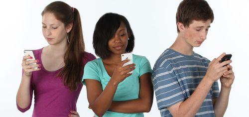 Teens-phones-text-technology