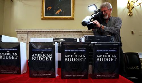 Federal_budget_2019_cbo_021218_500x293