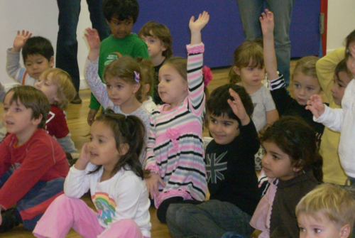 Kids-at-ready-set-grow-preschool-nassau-raising-hands3-1024x768