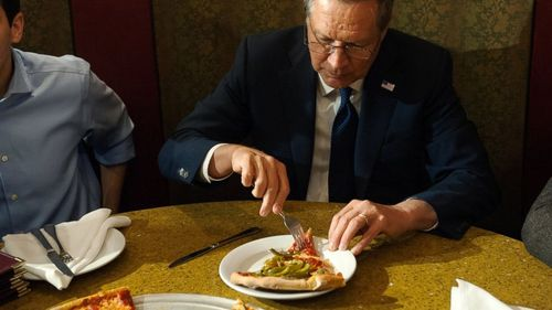Gty_kasich_pizza_01_jc_160330_16x9_992