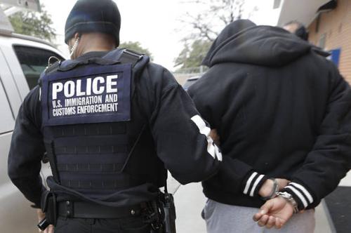 Ice_agent_arrest-620x412