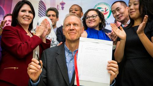 Ct-hoy-illinois-is-officially-a-sanctuary-stat-002